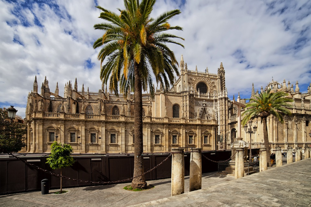 Catedral de sevilla horarios visita c mo llegar precios for Exterior catedral de sevilla