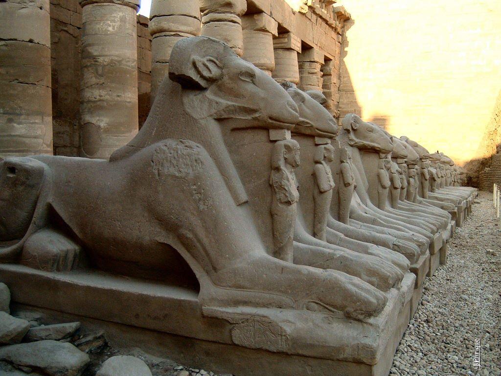 Avenida de Esfinges - Descubriendo la cultura y turismo de Egipto