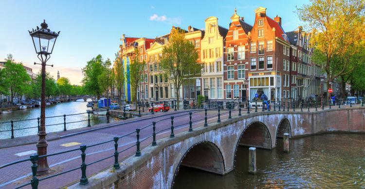 Alojamiento msterdam hoteles y apartamentos baratos en for Hoteles en el centro de amsterdam