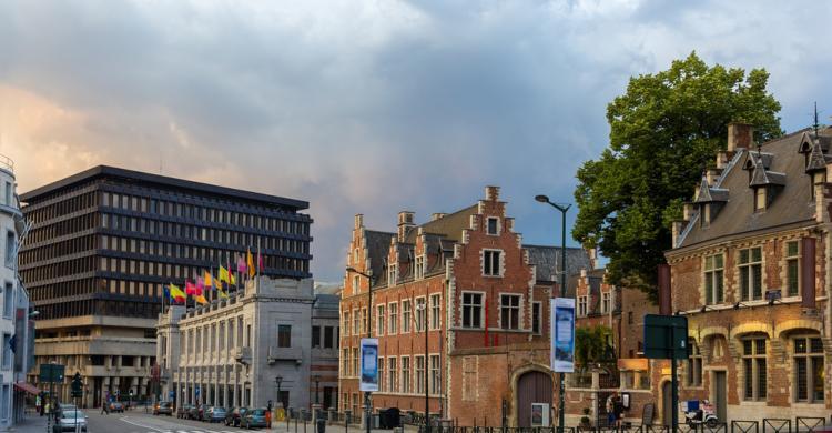Alojamiento bruselas hoteles y apartamentos baratos en for Alojamiento barato en sevilla centro