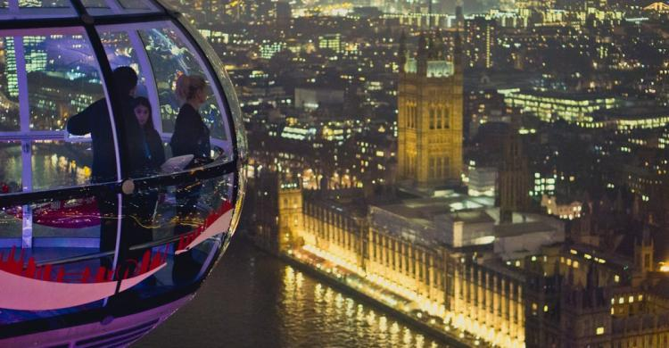 Vistas del London Eye de noche
