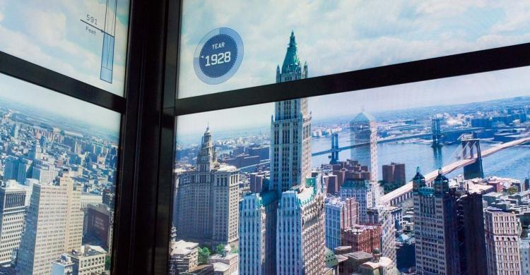 Ventana informativa dentro del One World Observatory