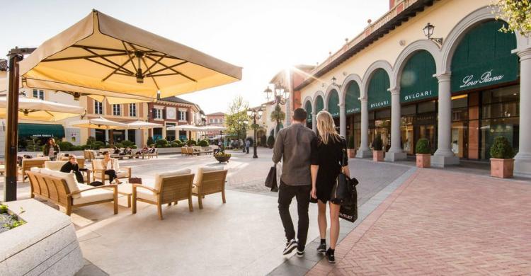 Visita el serravalle outlet de dise o desde mil n for Serravalle designer outlet milan