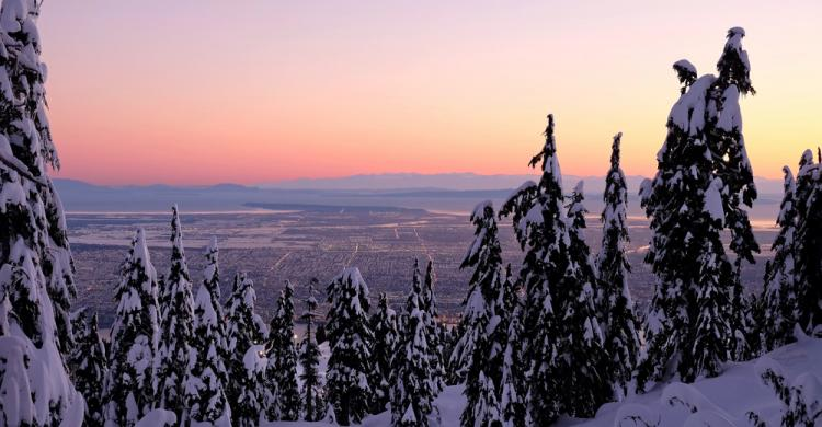 Vistas desde Grouse Mountain nevada en Vancouver