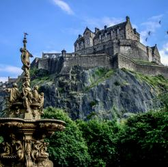 Castillo de Edimburgo sobre Castle Rock